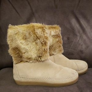 TOMS faux fur outlined boots